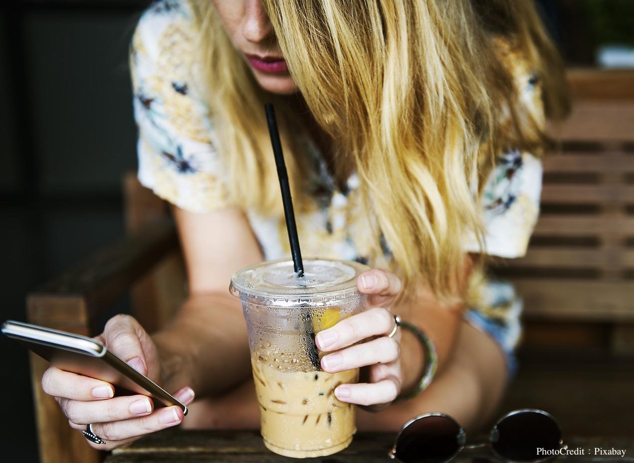 在咖啡中加入氮氣、單車沿街叫賣…從星巴克到獨立品牌,看美國當紅的冰釀咖啡大戰