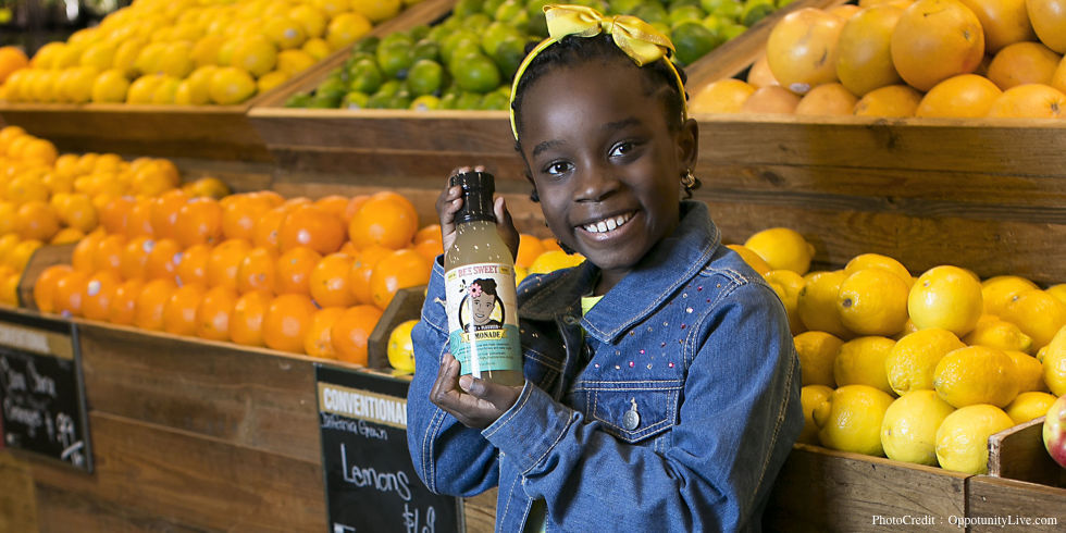美國人也愛「蜂蜜檸檬」!這位 4 歲創業、10歲拿到百萬美金投資的「蜜蜂女孩」,教我們成功的機會就在身邊