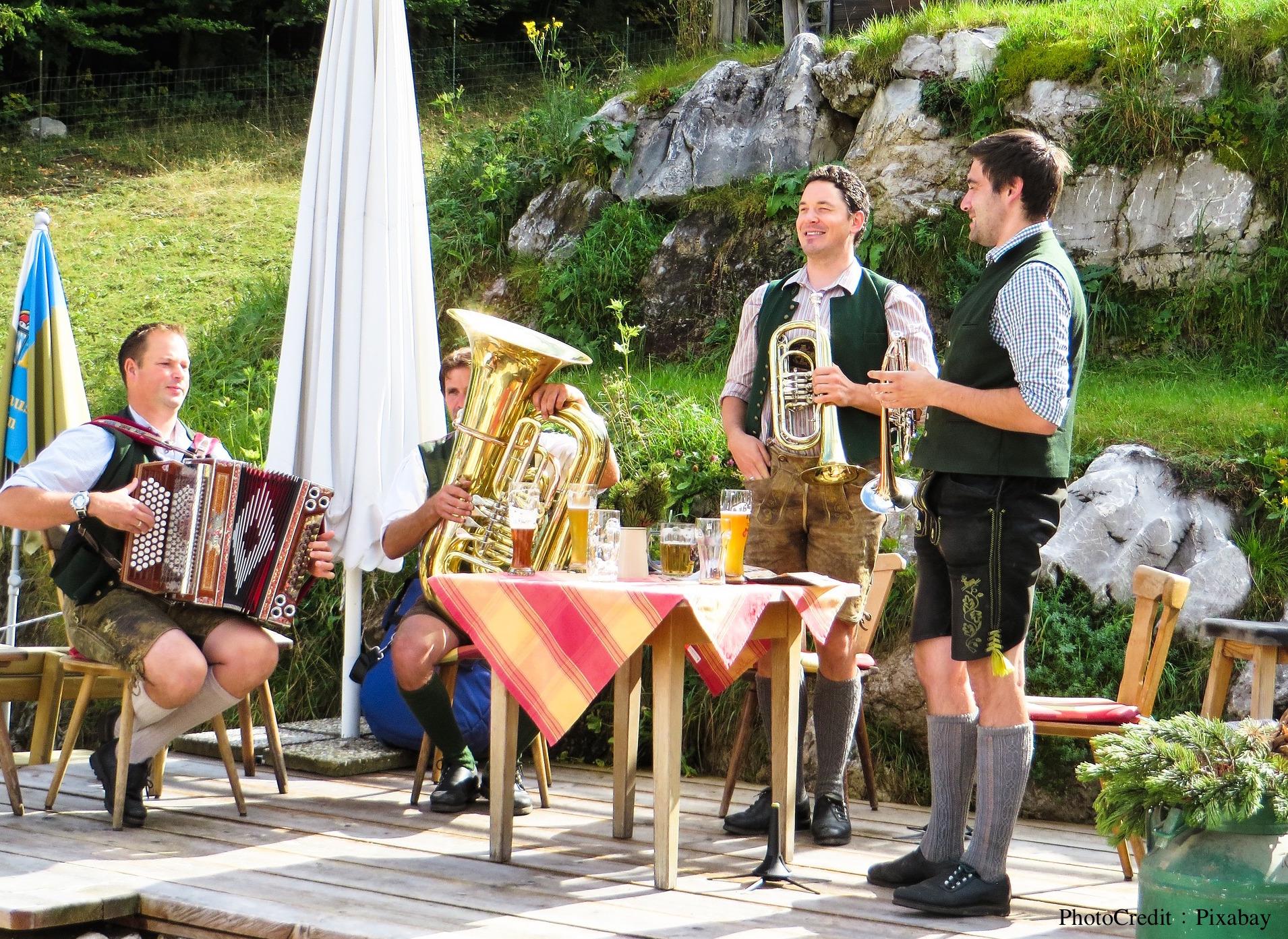 古典音樂也能創新?新生代音樂家歡迎你在音樂會喝啤酒、穿睡衣、打瞌睡,聽見「音符以外」的聲音