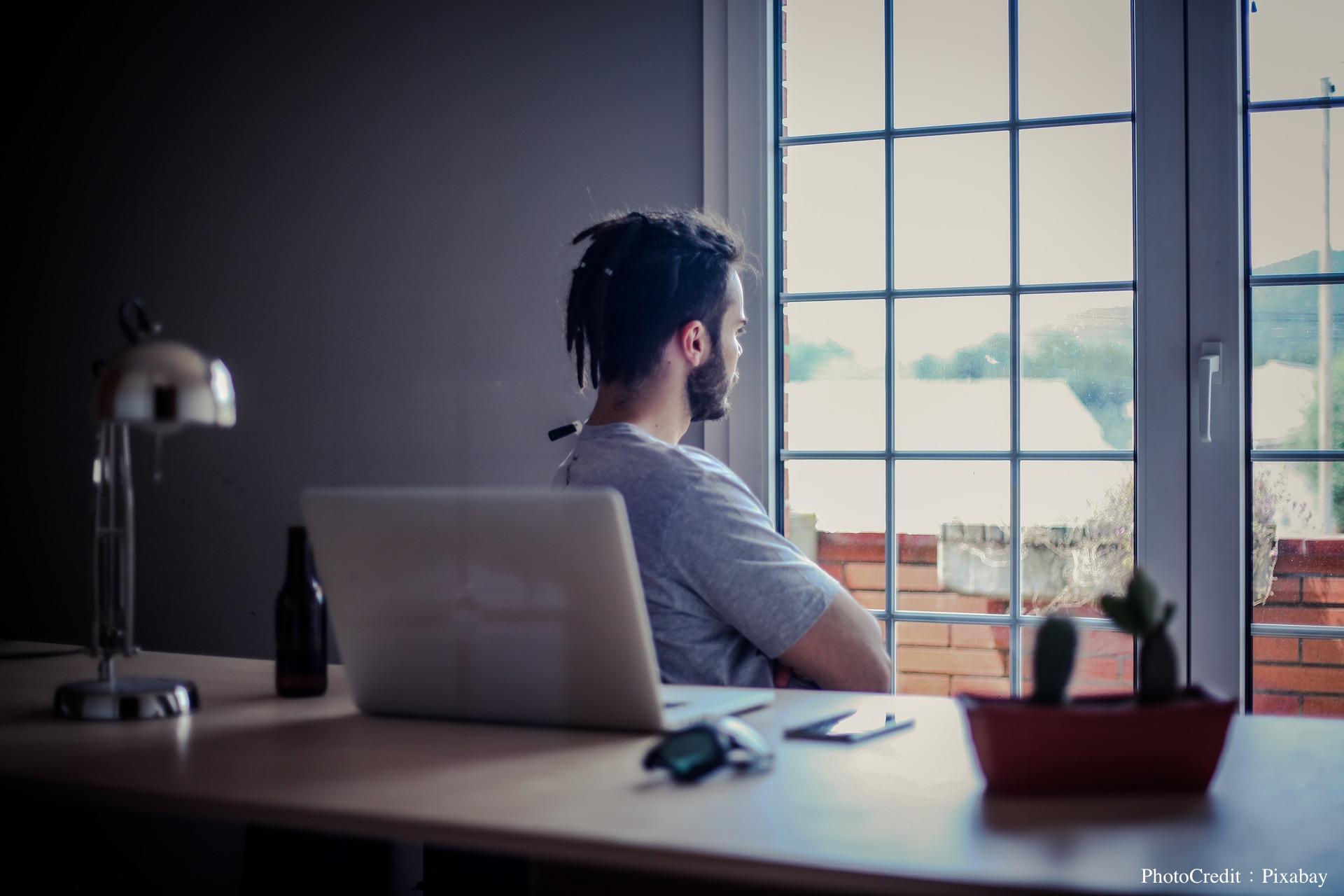 如何在週末時忍住不看Email?這位心理學家教我們3種方法