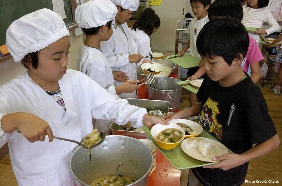 日本營養午餐是基本福利,也是教育,更是國民健康長壽的大功臣