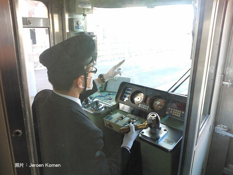 最擁擠、卻最精準的日本鐵路,用「低科技、高人性」來創新